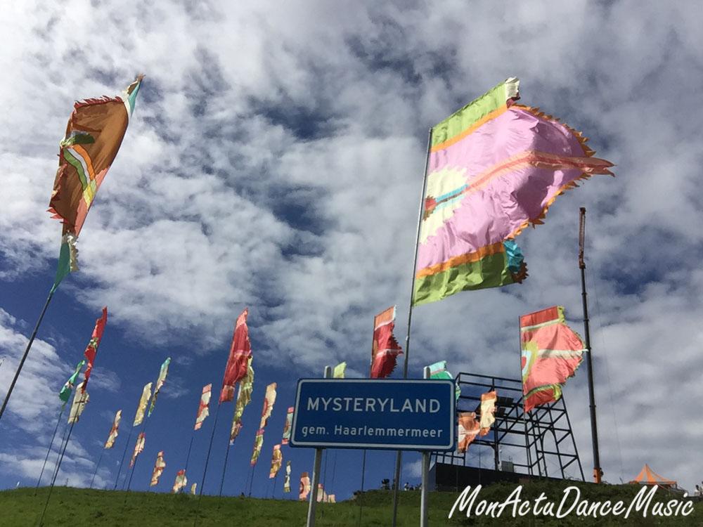 reportage-mysteryland-2015-festival-pays-bas-drapeaux