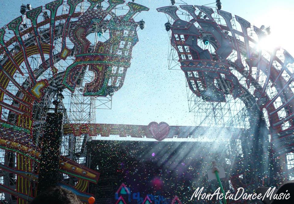 reportage-mysteryland-2015-mainstage-festival